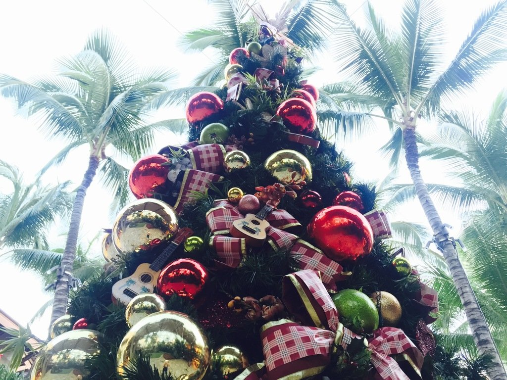 Shop Dine And Be Entertained At The Royal Hawaiian Center