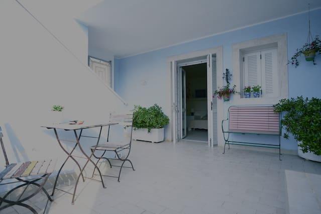 Top 10 Airbnb Vacation Rentals In Ponza, Italy | Trip101
