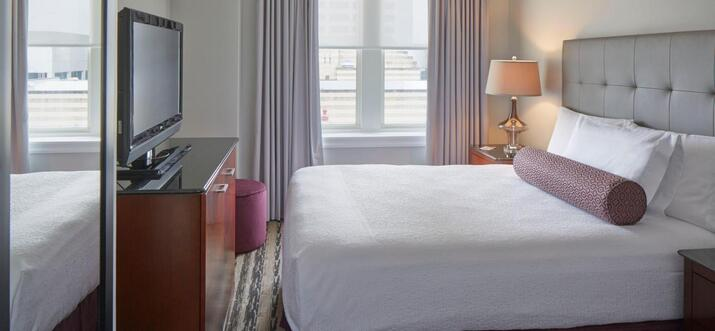 hotels with rooftop pool in atlanta