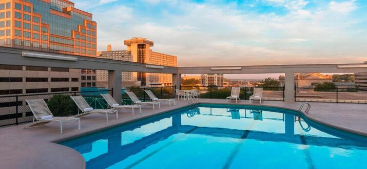 hotels with rooftop pool in kansas city