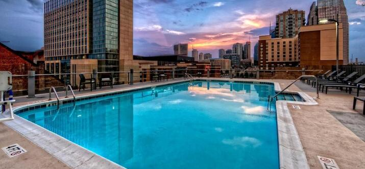 hotels with rooftop pool in nashville