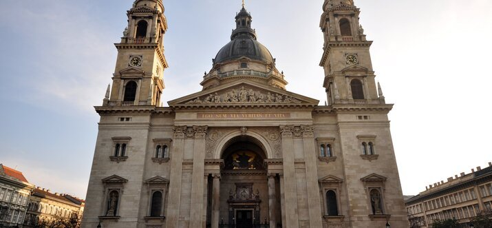 famous buildings in budapest