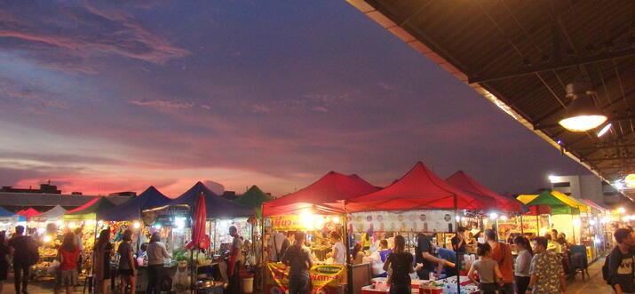 night markets near sukhumvit