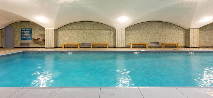 airbnb chicago pool