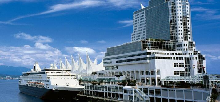 hotels in vancouver with outdoor pools