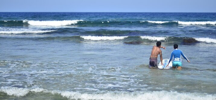 surf spots in the philippines