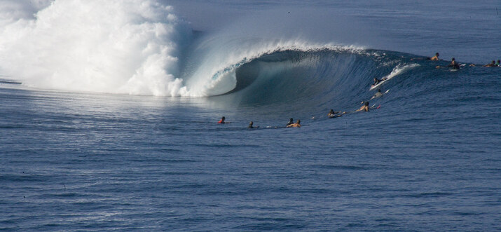 surf spots in tahiti