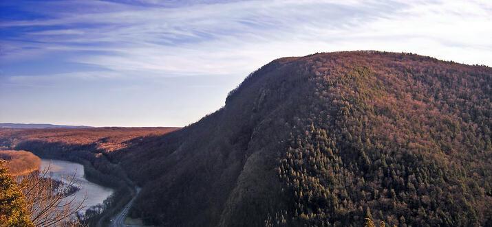 hiking in delaware water gap