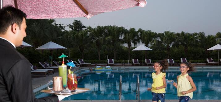 hotels with hot tub in delhi
