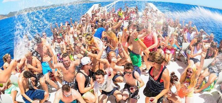 party boat in cancun