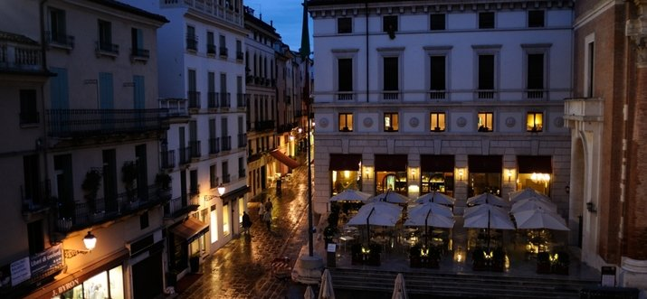 things to do in Vicenza at night