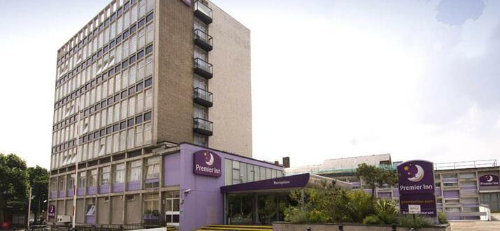 Hotels & Vacation Rentals Near Fulham FC, UK