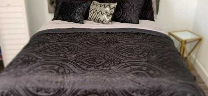 party house to rent for 1 night miami