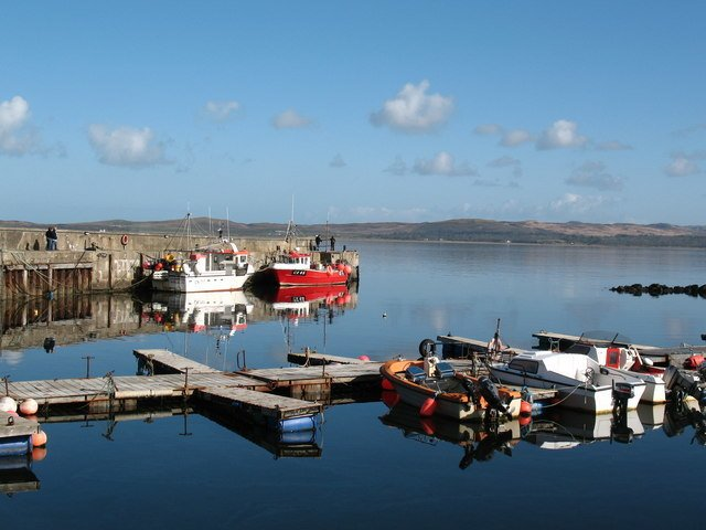 Bowmore harbour   geograph.org.uk   758331