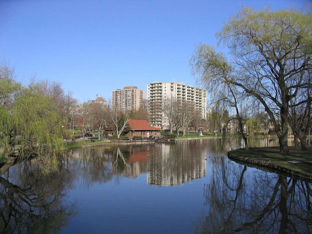 1280px victoria park kitchener lake