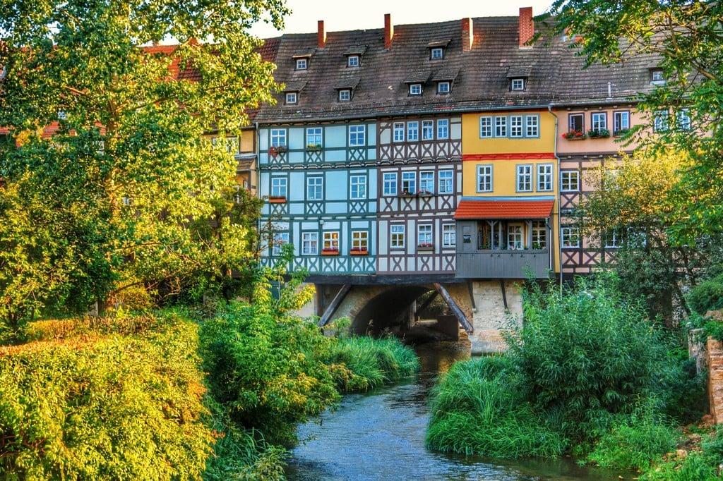The 'Krämerbrücke' (Grocers stands bridge) in Erfurt, over the Gera river.(sep. '06, Sony R1) (14480867905)